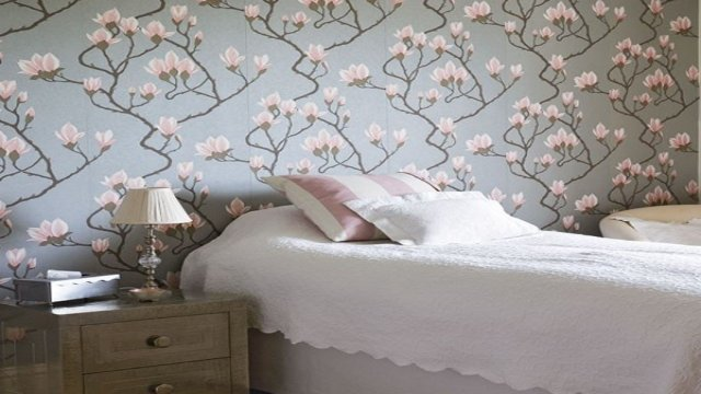 elegant florals on walls_interior trends