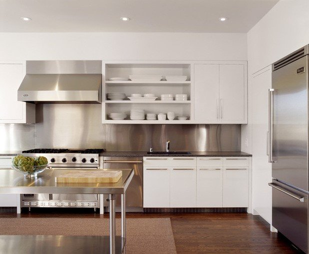 spacious-kitchen-to-look-house-expensive