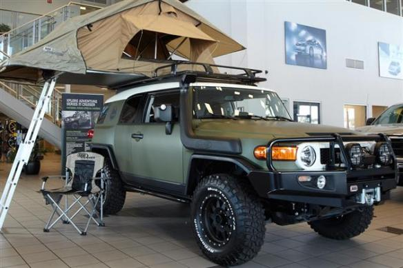 Tent4 FJ Cruiser Equipped With Roof Tent