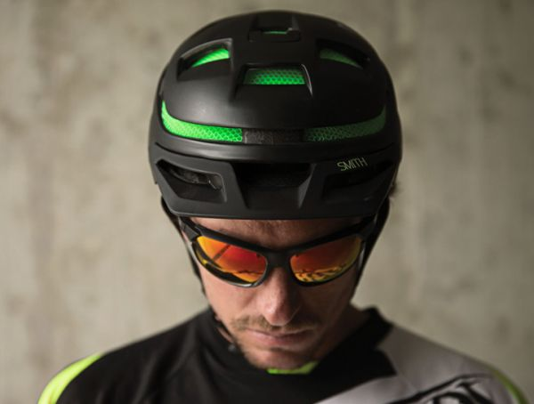 Smith Optics Forefront bike helmet Forefront is lightest bike helmet with superstrong ventilated protection foam
