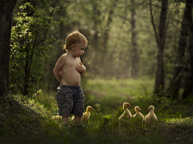 2135 Mothers Intimate Photographs Capture Her Sons Special Bond with Animals