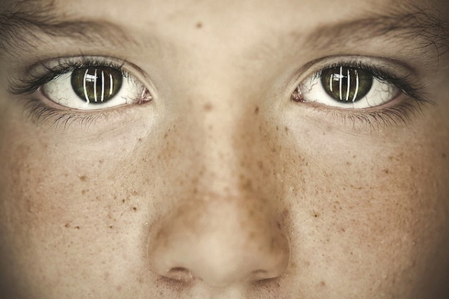 1386364841 2 640x427 Bullying Reflected in Eyes of Children by Benoit Paill