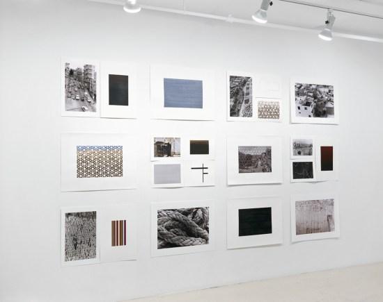 Extraits de la série «Les agglomérations », photographie (impressions au jet d'encre), acrylique sur papier, collage et assemblage (cartes postales découpées), 12 éléments de 56 x 76 cm, Galerie B-312, Montréal, 2006