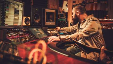 Music Producer Masterclass: Make Electronic Music
