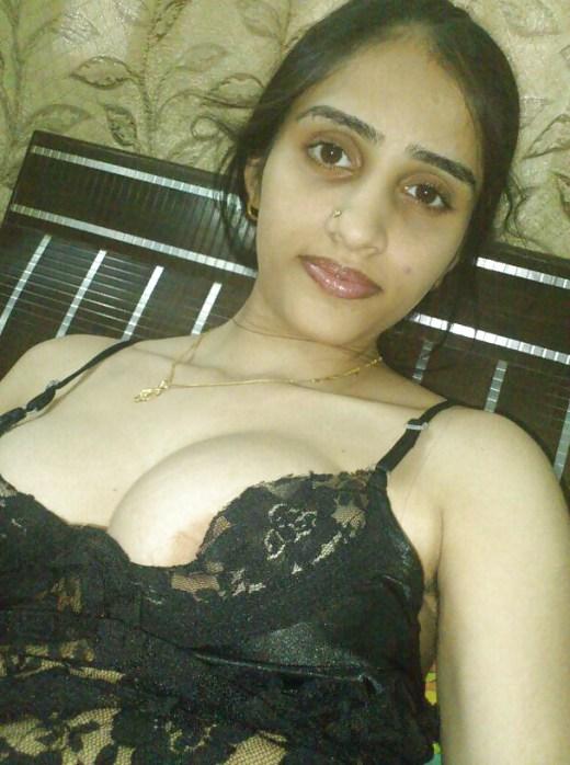 Roshni Bhabhi Ke Gore Boobs