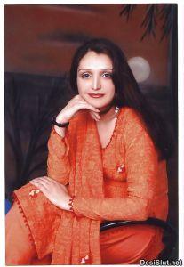 Sexy Indian Wife ki Stripped Chut Photos