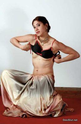 Hot indian Model ne Apne Chote Boobs