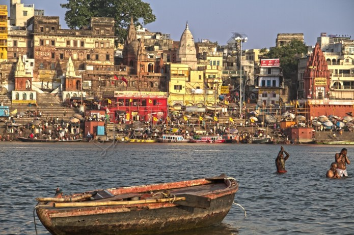 Pilgrims taking bath in Ganges in Benaras