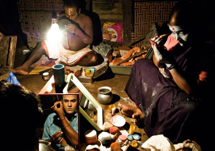 Artist doing makeup swarat Ghosh