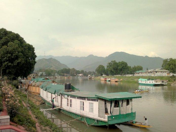 House boat dal lake srinagar kashmir