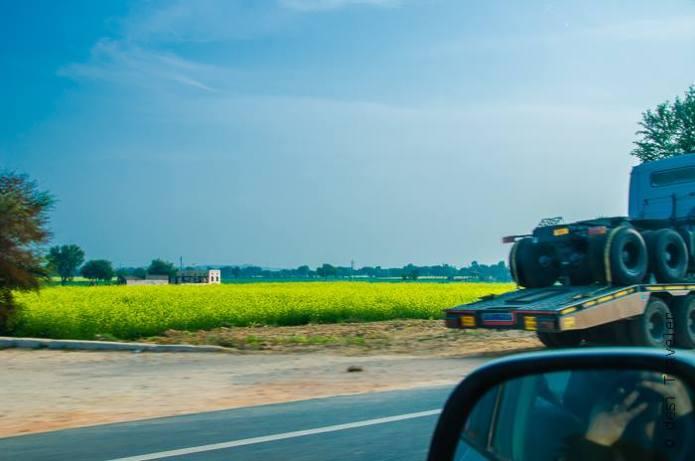 Truck Trailer carrying Truck Rajasthan Roadtrip