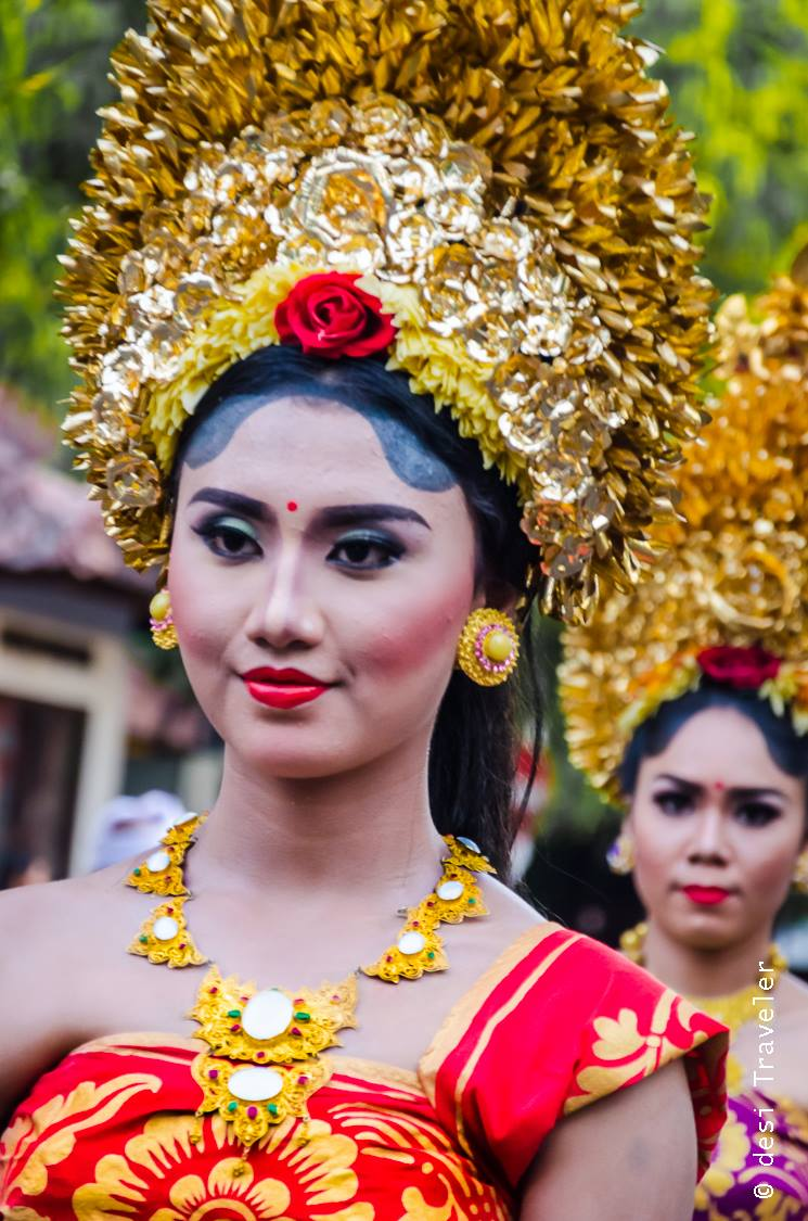 Hindu Temple festival parade Bali girls in traditional dress