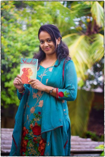 anuja-chandramouli-with-book
