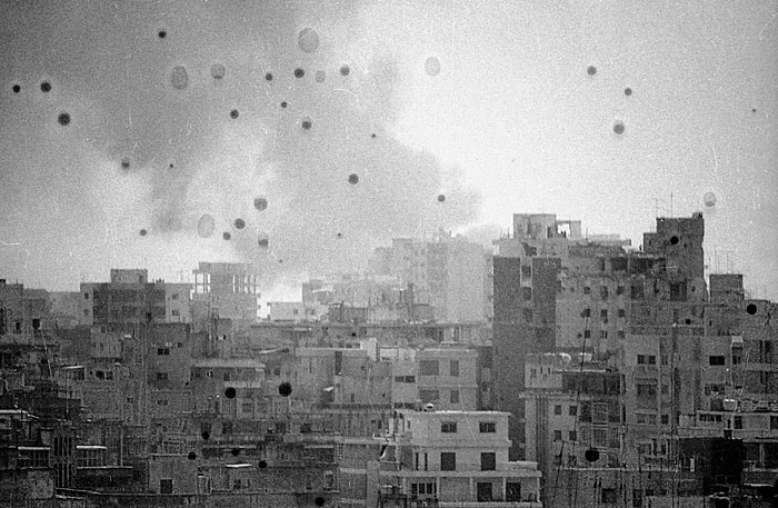 Una de las instantáneas de 'We decided to let them say we are convinced twice' (Walid Raad, 1982, 2002)