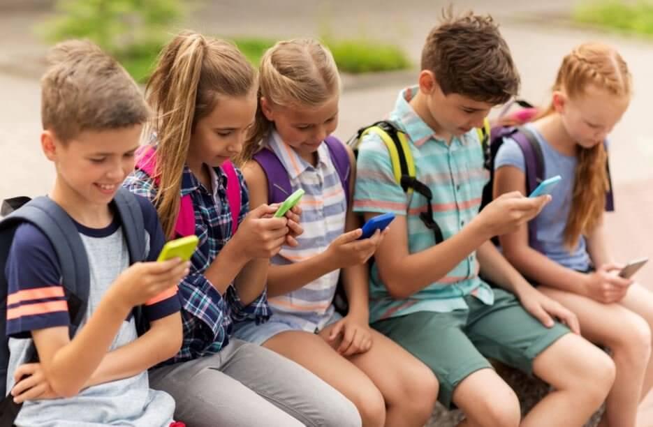 Niños sufren cambios cerebrales por usar dispositivos
