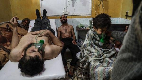 'Víctimas de un ataque con gas reciben tratamiento médico al este de Ghouta'