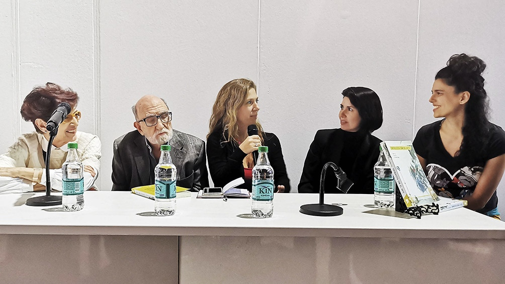 """Una polifonía de voces en el libro """"Entrevista con el arte"""" - Télam 2"""