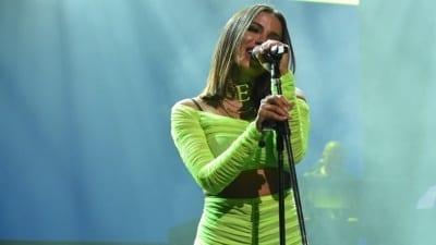 5cd9e9d9d8782 400x225 - Anitta demostró su calidad en una noche festiva y hot - Télam