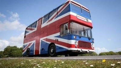 5ce5771aa6746 400x225 - El icónico bus británico de las Spice Girls se convierte en alojamiento por dos días - Télam