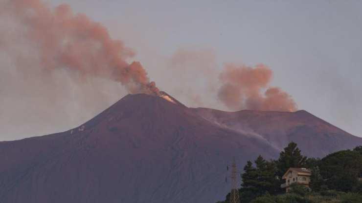 Entró en Erupción el Volcán Etna