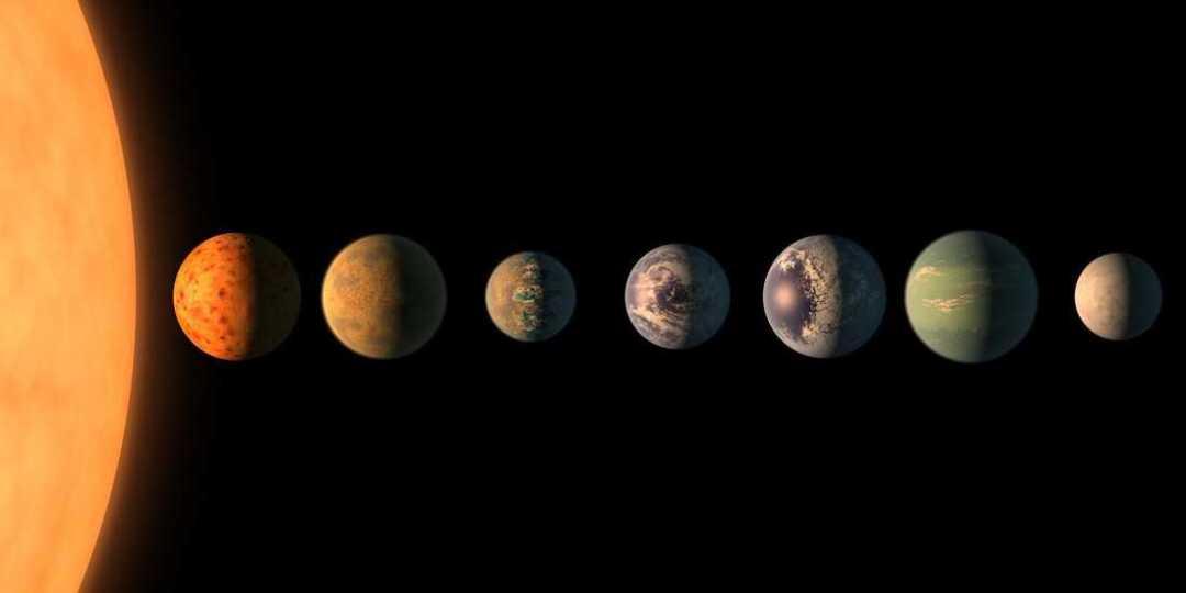 La impresión de este artista muestra la estrella TRAPPIST-1 con sus siete planetas del tamaño de la Tierra. El nuevo telescopio podrá sondear sus atmósferas, si tienen aire.