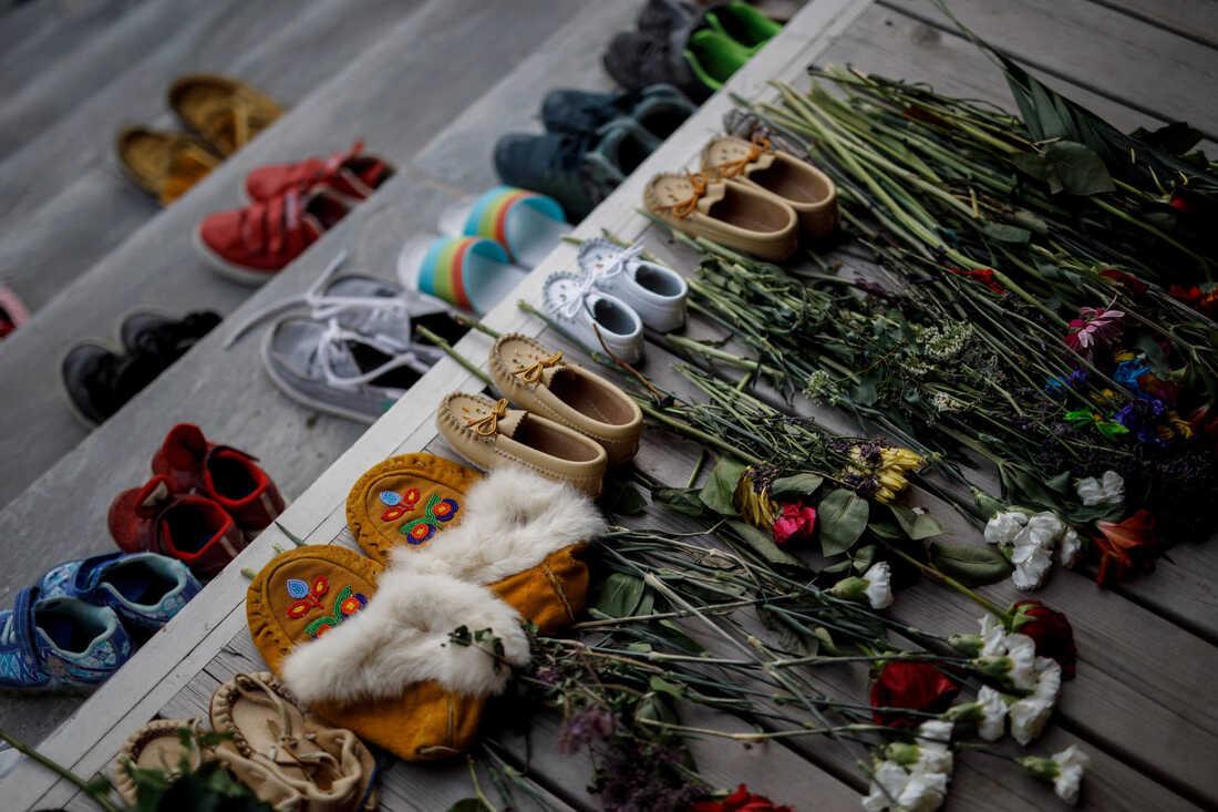 Las comunidades planean buscar más restos de niños indígenas en Canadá