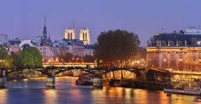 Paris à noite de bike