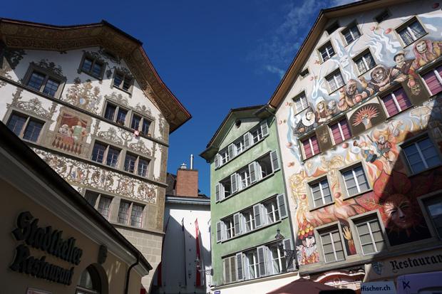 Prédios pintados em Lucerna, Suiça
