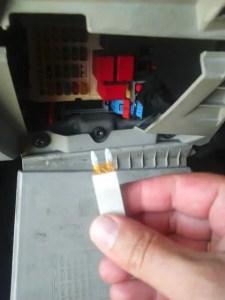 how-to-replace-car-fuse-remove-fuse-despairrepair.com