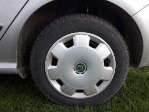 clean-hubcaps-wheels-alloy-rims-wash-car