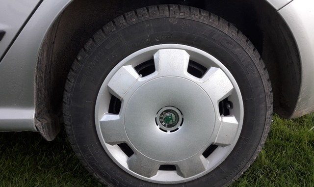 hubcaps-install-remove-buy-measure-clean