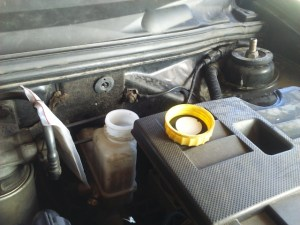 Adding Brake Fluid >> Brake Fluid On Your Car How To Do A Check Up And Refill