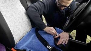 cleaning-slow-retracting-seat-belt-with-wet_wipes_despairrepair.com