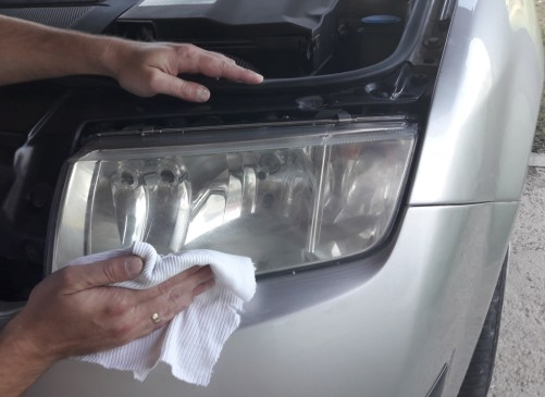 how-to-polish-car-headlights-polish-after-car-wax