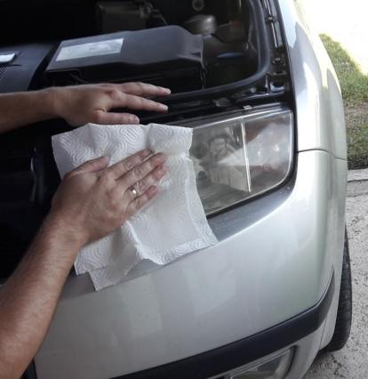 how-to-polish-car-headlights-wash-with-paper-towel
