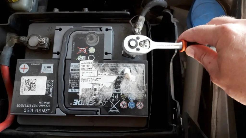 car-wont-start-tight-battery-terminals