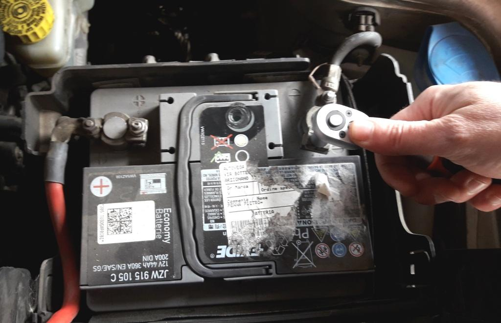 reset-check-engine-light-remove-minus-battery-connector