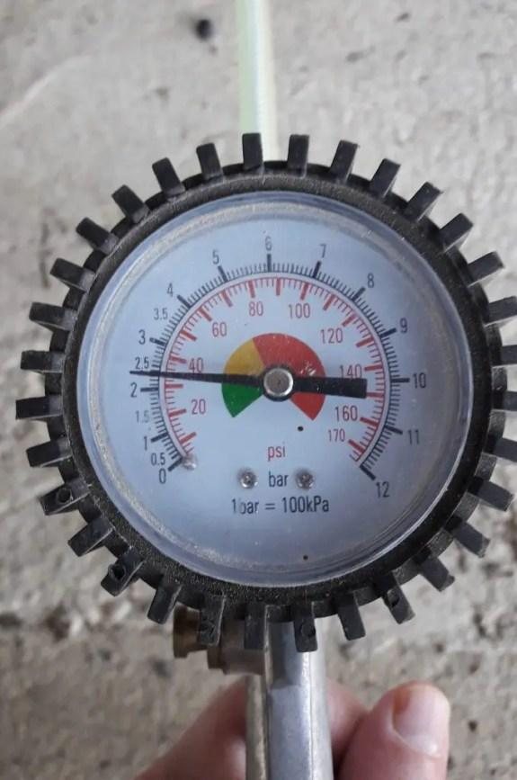 tire-pressure-check-tire-gauge
