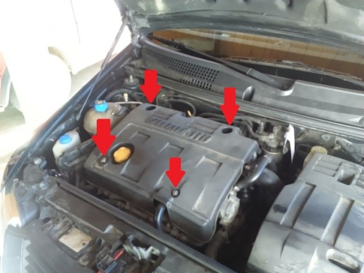 engine-cover-fiat-stilo-held-in-place-with-screw