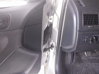 squeaky-door-fix-for-car