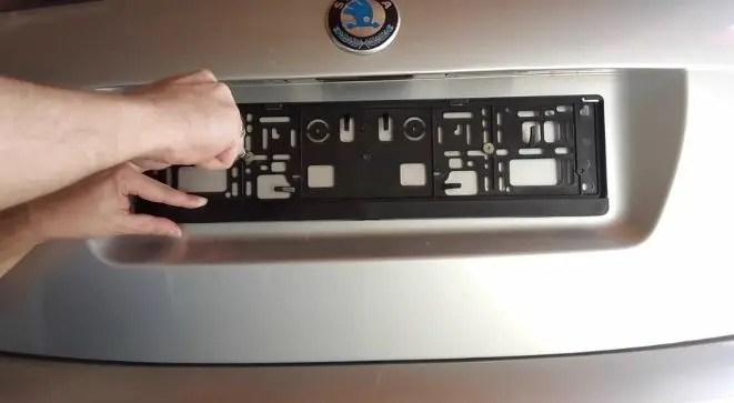 taking-off-screws-license-plate-frame