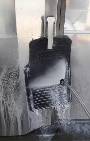 washing-car-mats-in-self-service-carwash