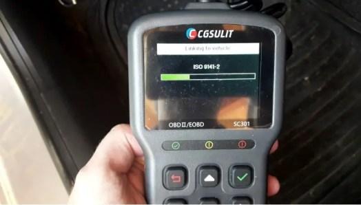 obd2-scan-tool-making-scan
