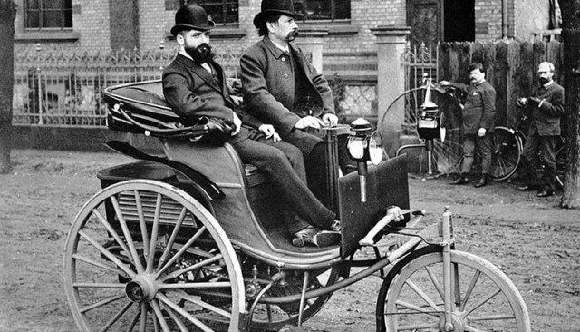 El primer automóvil a gasolina