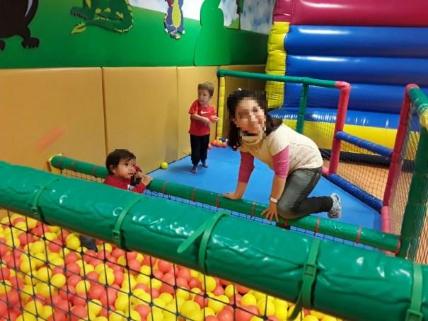 Los menores de nuestra Asociación disfrutan de sus talleres en el Parque de Camelot