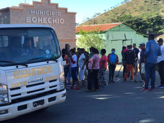 PERSONAS EN EL ARCO DE BOECHÍO Y LA ALCALDIA DE BOHECHÍO DESPIERTA EL SUR
