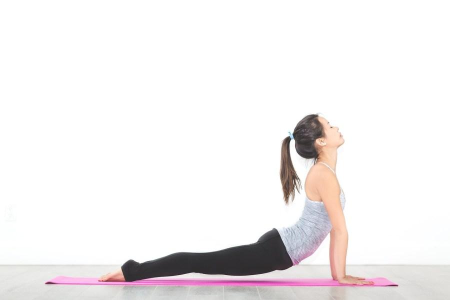 yoga en pandemia saludos al sol