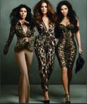 Kardashian's. Kourtney sin mano y Khloe mucho más alta, siendo que no lo es.