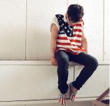 Hombre: Polera y zapatos con la bandera de EE.UU. *Sacado de Lookbook.