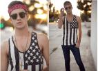 Hombre: Sudadera con la bandera de EE.UU en blanco y negro. *Sacado de Lookbook.
